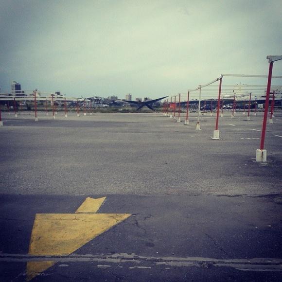 estacionamiento vacio