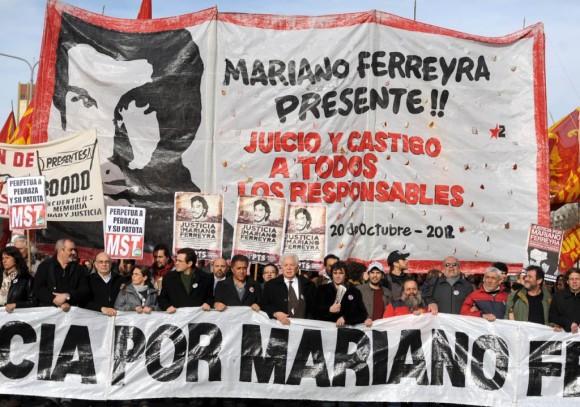 Manifestación-frente-a-los-Tribunales-de-Comodoro-Py-durante-el-inicio-del-juicio-por-el-asesinato-del-militante-del-Partido-Obrero-Mariano-Ferreyra.-Télam.-1024x720