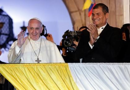 papa-francisco-y-rafael-correa-ecuador-420x291